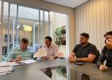 Sindicatos assinam acordo coletivo que prevê reajuste salarial e calendário de abertura do comércio 2021/2022